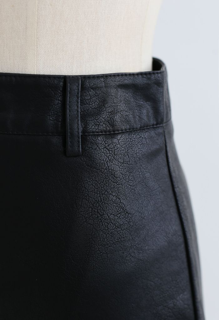 Pocket Faux Leather Texture Skirt in Black