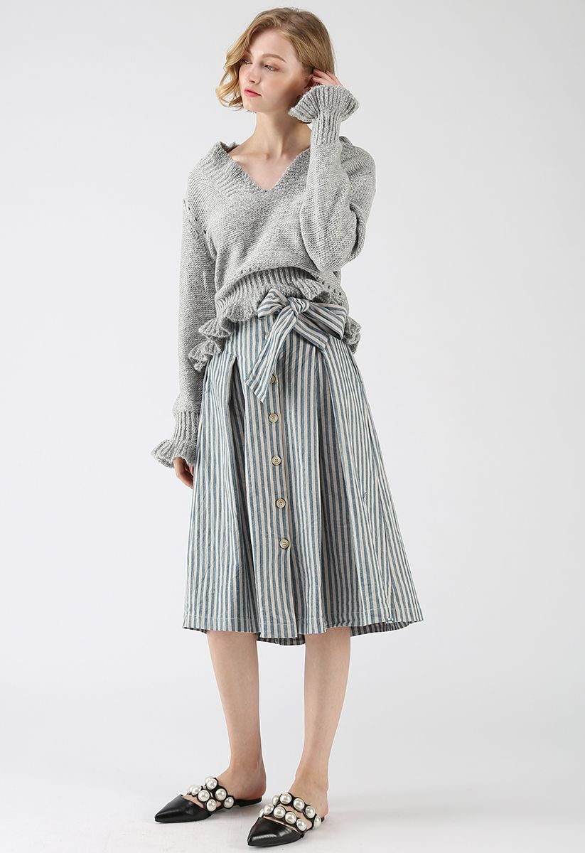Knit a Chance V-Neck Frilling Sweater in Grey
